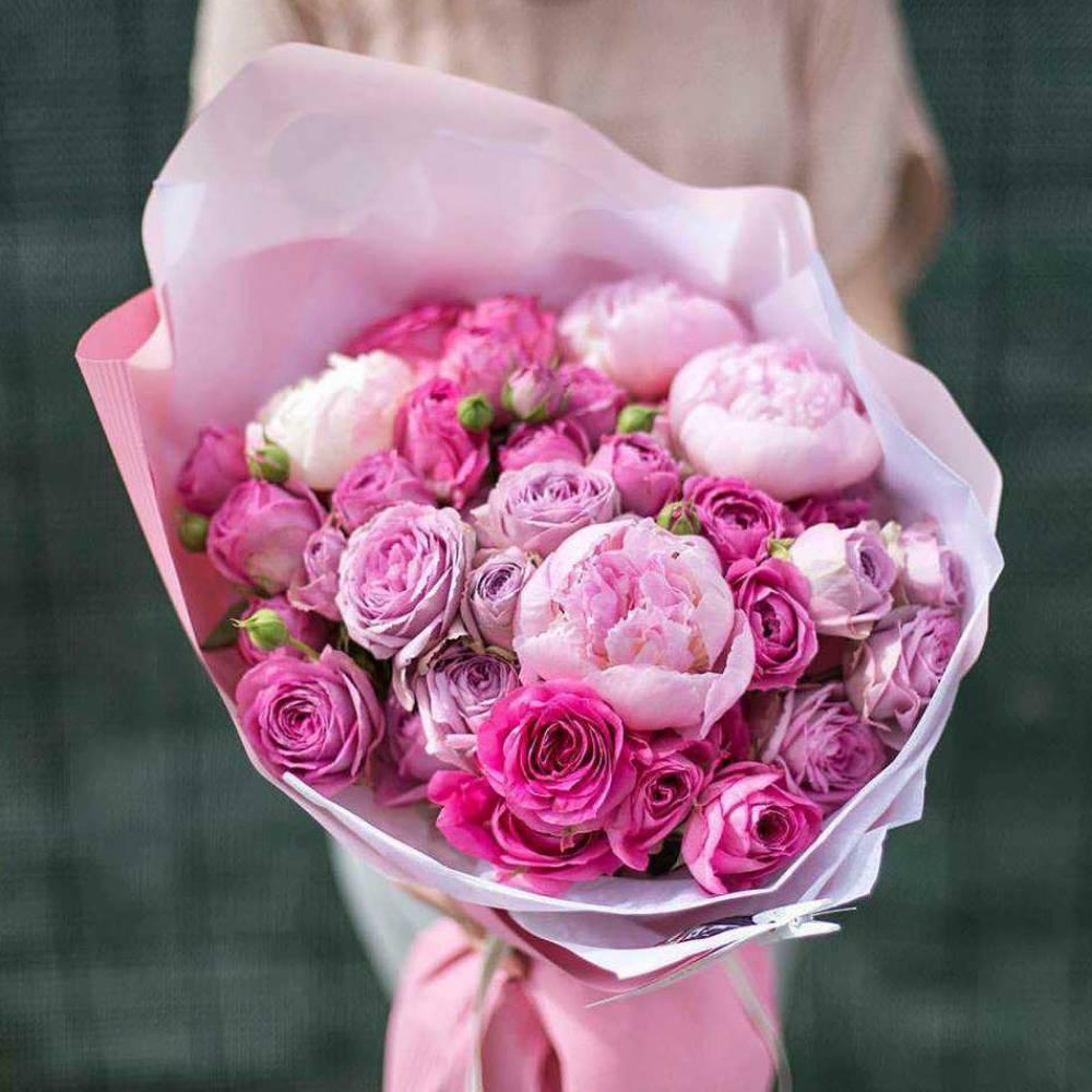 фото красивого букета цветов с пионами каком-то