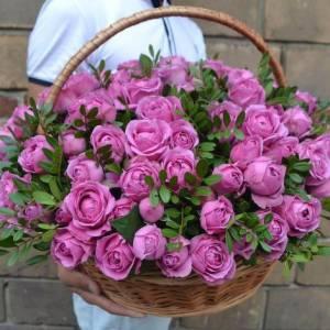 Корзина 31 пионовидная розовая роза с зеленью R950