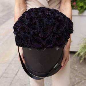 29 черных роз в коробке с оформлением R829