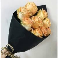 Букет 9 кремовых роз в упаковке R573