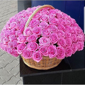 101 розовая роза в корзине R940