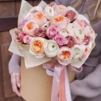 51 пионовидная нежная роза в коробке R385