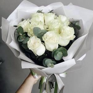 Букет 9 крупных белых роз в крафте R006