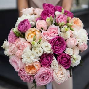 Сборный большой букет пионовидной розы и эустомы R408