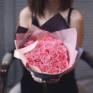 Букет 17 розовых роз с упаковкой R430