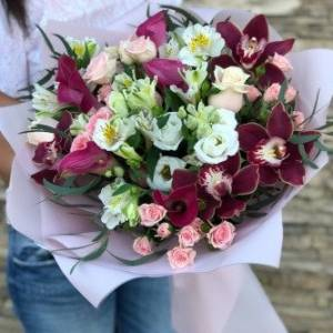 Сборный букет с орхидеями и каллами R641